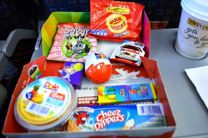EasyJet Verona to Gatwick, Easyjet snack boxes, EasyJet Verona to Gatwick, airline, airline review, Easyjet review, flying with toddlers, travel with twins, flying with toddler twins,