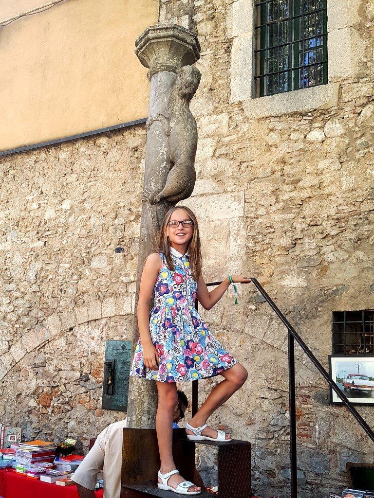 Statue outside the Basilica Sant Feliu Girona, Collegiate Church of Sant Feliu, Saint Felix of Girona, beautiful churches, spanish churches, visiting girona with kids, girona with children, Costa Brava, Catalonia, Girona, Spain, family travel, travel with kids, Placa de Satn Feliu