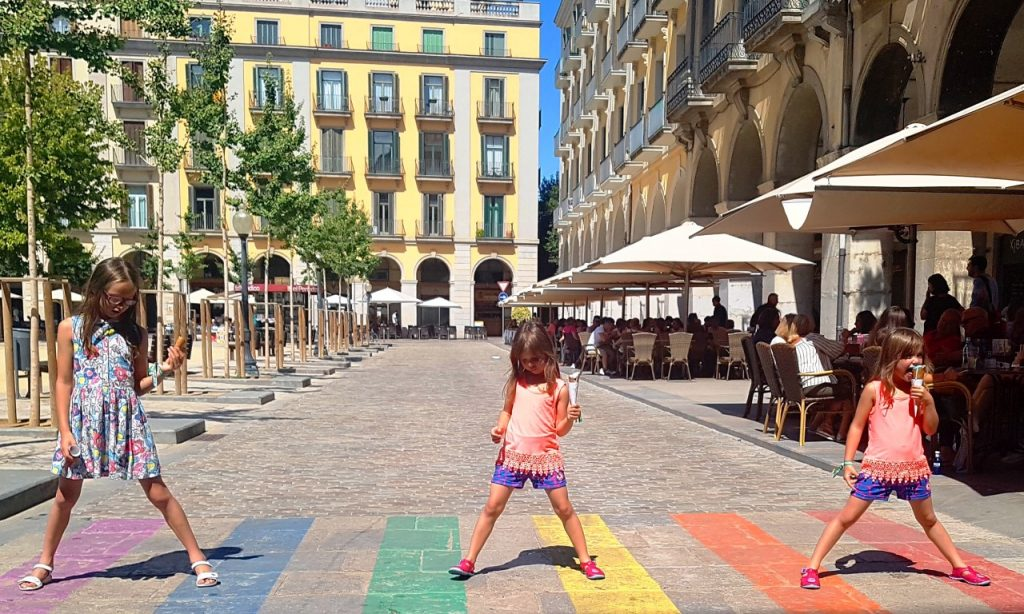 Independence Square Girona, where to find restaurants in girona, family friendly restaurants in girona, food in girona, where to eat in girona, girona with children, visiting girona with kids, costa brava, family travel, family days out in spain